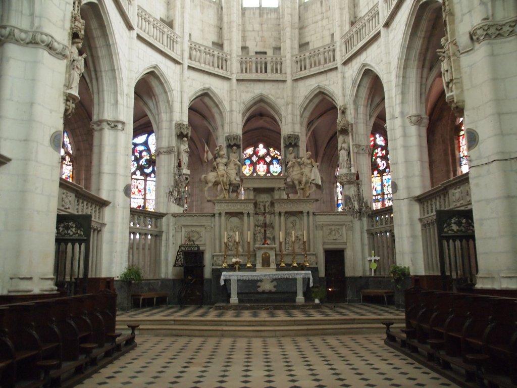 Église Saint-Florentin. FWT Magazine.