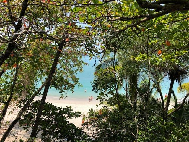 Espadilla Beach, Costa Rica. FWT Magazine.