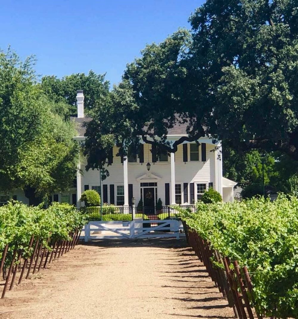 DeVries Historic Colonial Home at Oak Farm Vineyards