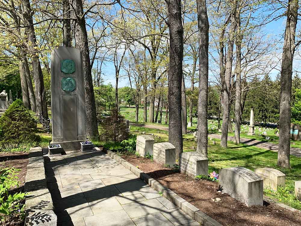 Mark Twain family graves, Woodlawn Cemetery